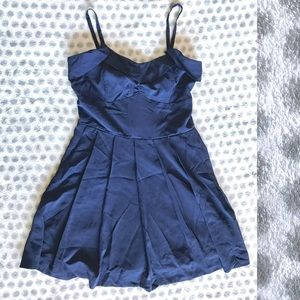 Navy blue pleated dress with tie - medium